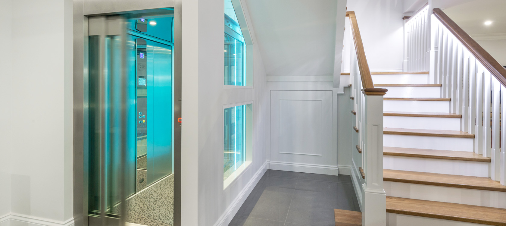 Home elevator with automatic doors domuslift for Indoor elevator